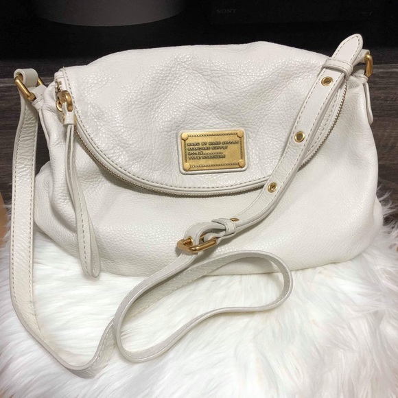 Marc Jacobs Handbags - MARC JACOBS WHITE SHOULDER BAG EXCELLENT CONDITION